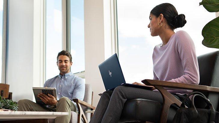 내구성이 뛰어난 HP PC로 보안을 유지하세요. 맬웨어 방지 · OS 자동 복구 · 자가 치유 BIOS · 프라이버시 스크린 · 지문 인식기 · 군용 등급